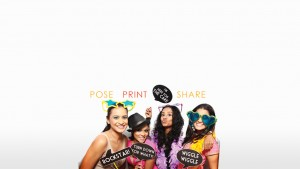 girls-at-photo-booth-in-srilanka